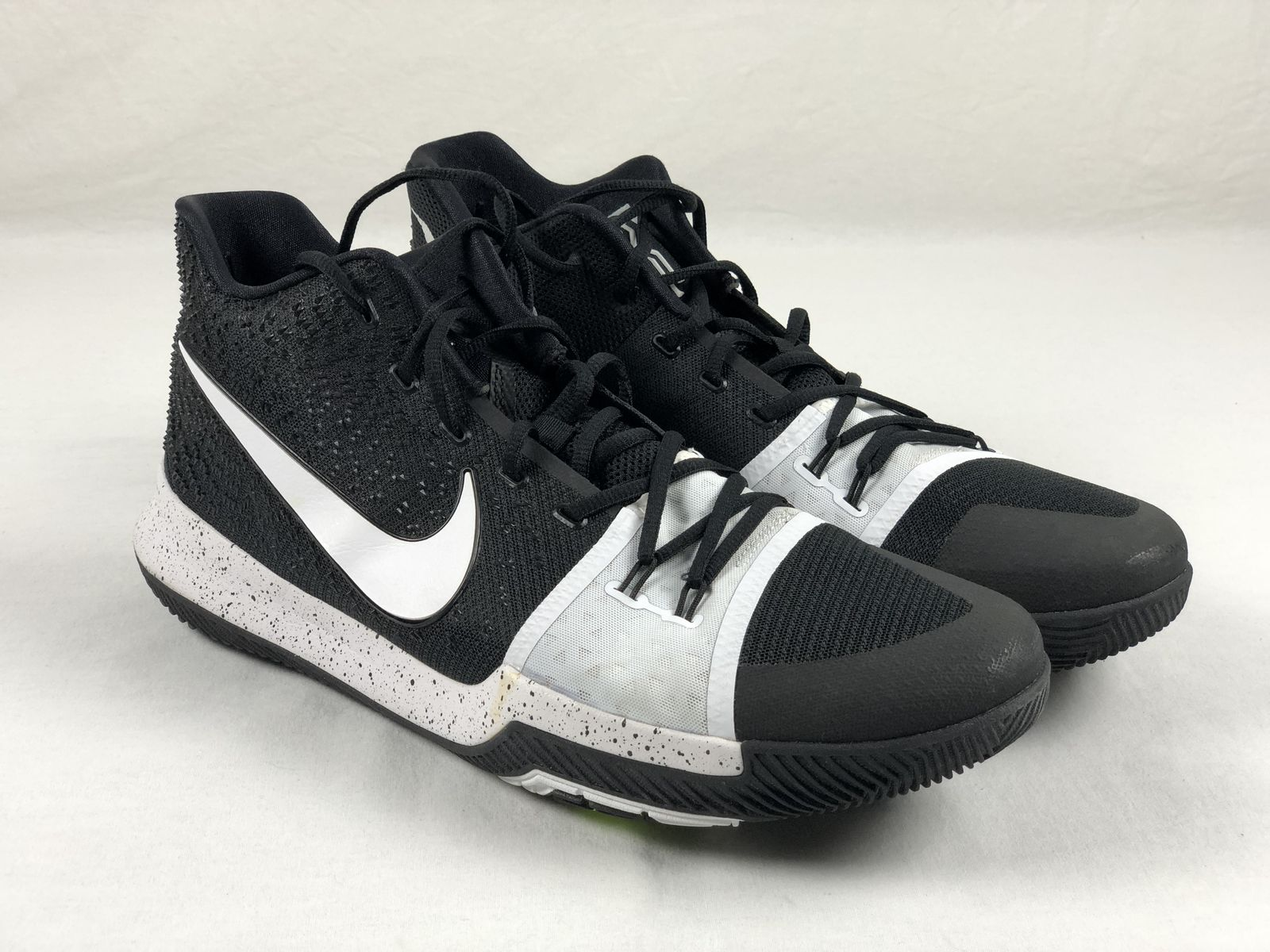 4925bec8010b Details about Nike Kyrie Irving - Black White Basketball Shoes (Men s 17) -  Used. Listed for charity