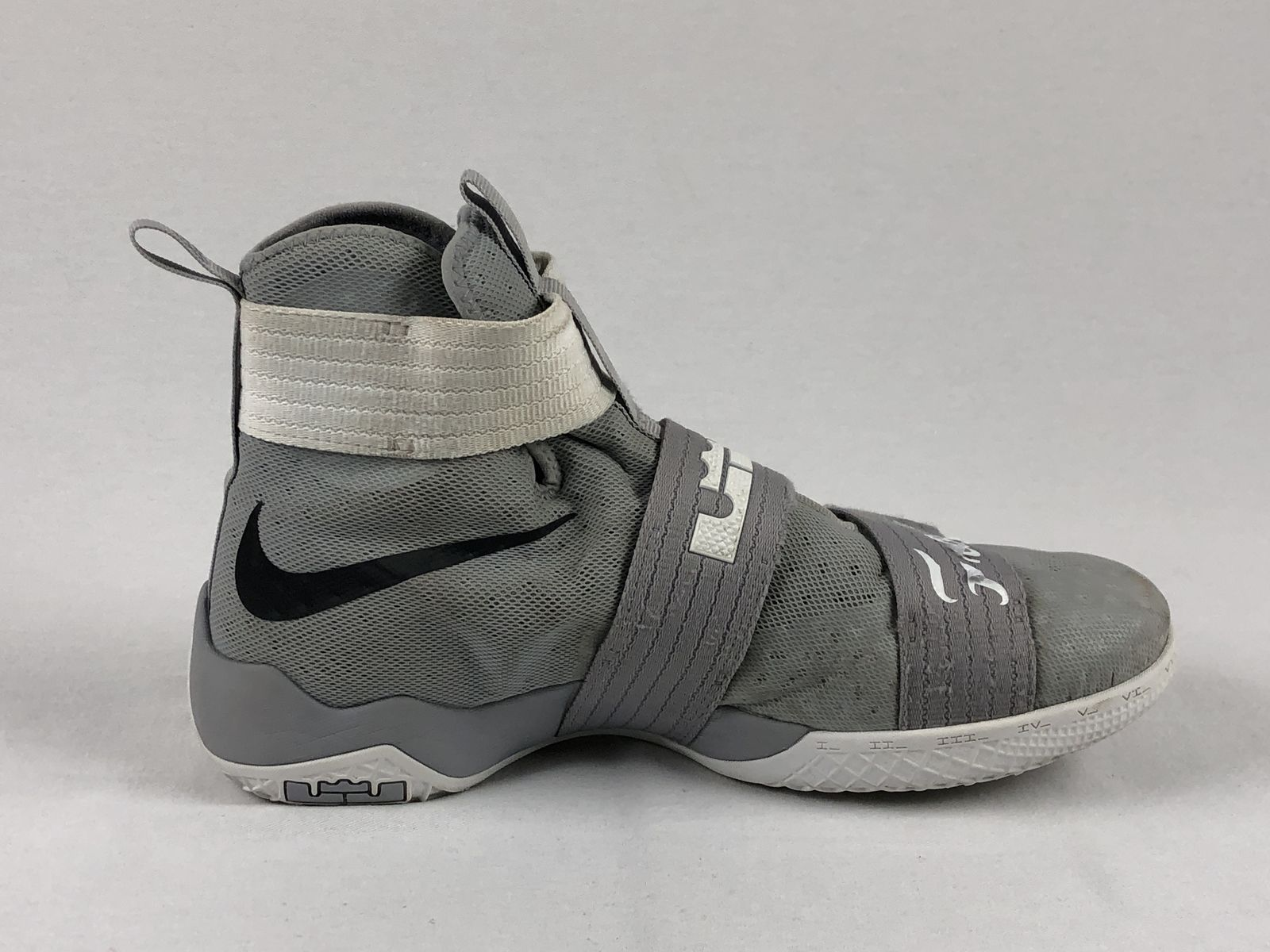 4c493efe2ca Nike Lebron Soldier 10 - Gray Basketball Shoes (Men s 13) - Used